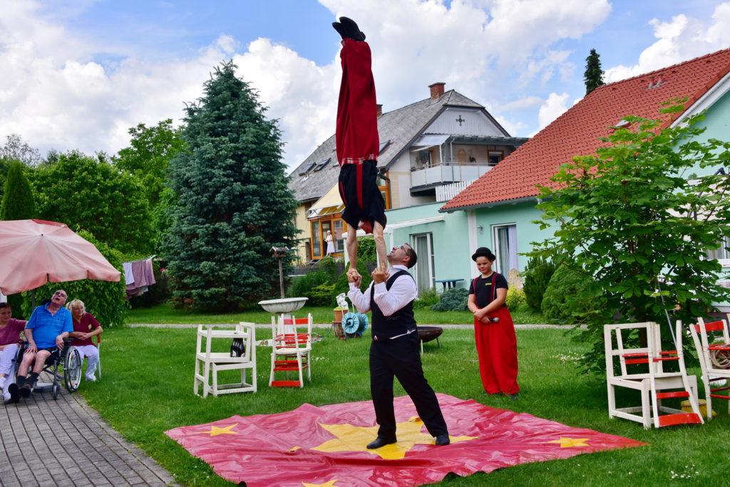 Weihnachtsfeier Zirkus.Zirkus Im Haus Senioren Und Pflegeheim Antoniol Ziegelstraße